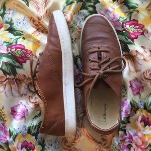 Brown vintage look leather tennis shoes